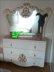 Meja Rias Ukir Mewah Duco Putih Emas Terbaru 08